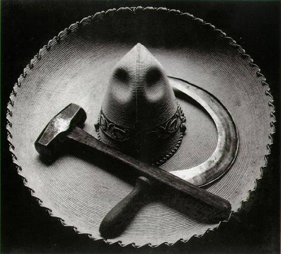 Martelo, foice e chapéu, México, 1927 | Tina Modotti