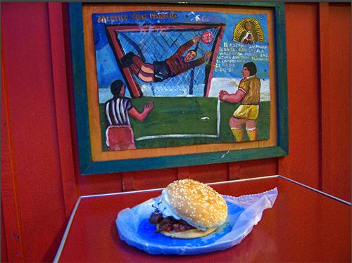 La hamburgesa, Morelia, México, 2006 | Yolanda Andrade