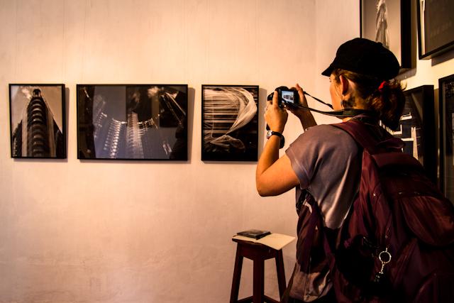 Exposição Véus, de Thales Leite   Bella Valle