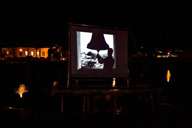 Projeção noturna da Nitro + Alicate, nas margens do Rio Perequê-Açu | Bella Valle