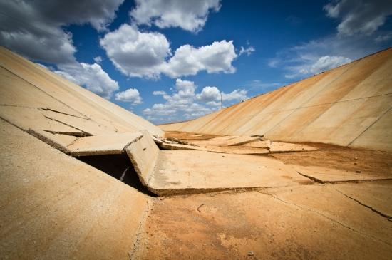 Trecho de 600 metros em sequência de placas de concreto quebradas, no lote 6, da obra da Transposição, em Mauriti, no Ceará | Priscilla Buhr