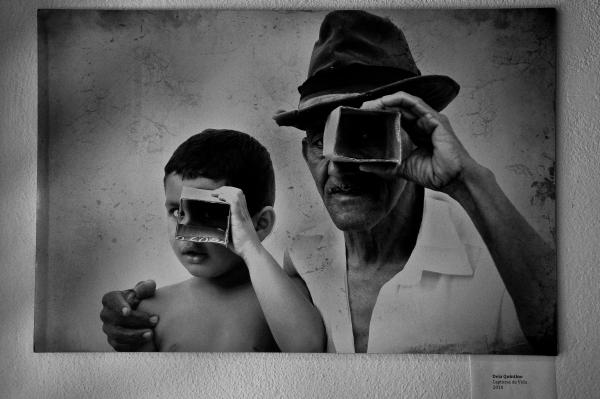 Para continuarmos Olhando Pra Sempre as coisas que nos instigam e nos transformam deixamos vocês na companhia das Capturas da Vida, de Déia Quintino. Imagem exibida na coletiva do Foto em Pauta - Tiradentes 2010