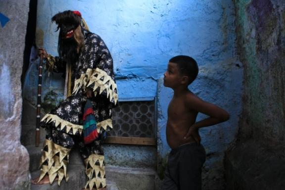 Folia de Reis | Penitentes da Santa Marta encerra seu ciclo de janeiro pelos becos e vielas do morro | Ratão Diniz