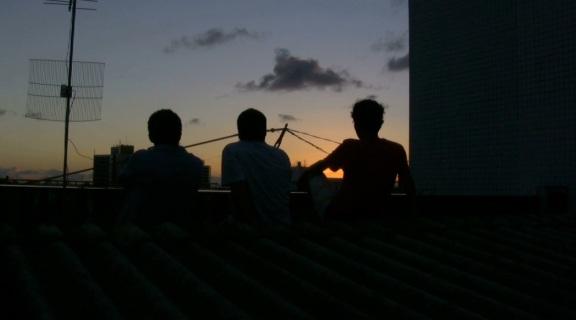 Cena de Projeto Torres Gêmeas - um dos filmes elaborados pelo projeto de um coletivo audiovisual cujo nome muda de acordo com as produções feitas pelos participantes.